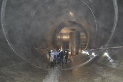 貫通したトンネル内